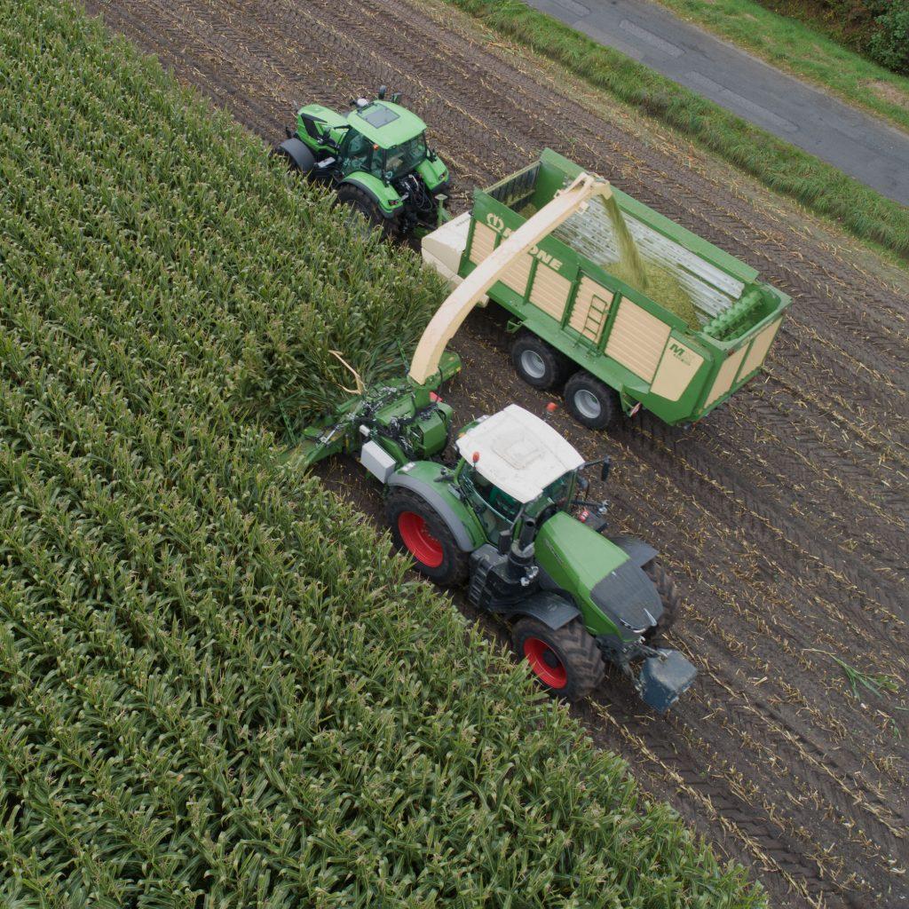Ensileuse attelée sur un tracteur en cours de développement chez Krone